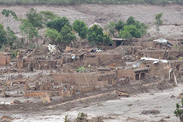 Ação no Reino Unido divide municípios atingidos na tragédia de Mariana