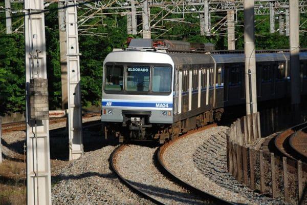 Metrô volta a funcionar sem interrupções