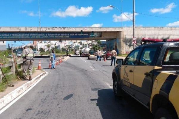 Obras de recapeamento deixam o trânsito lento no bairro Cabral