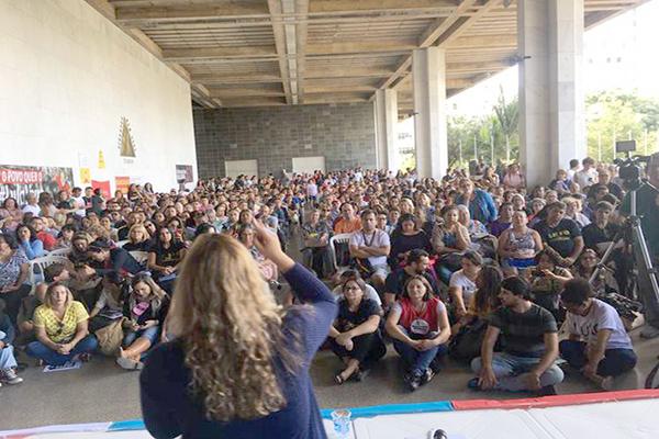Servidores da Educação encerram greve no Estado