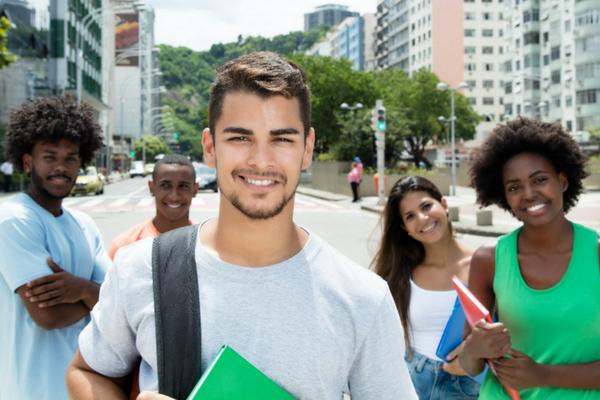 Programa oferece bolsas de estudos em Contagem