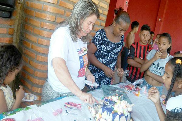 Crianças carentes ganham festa do Projeto Reciclarte