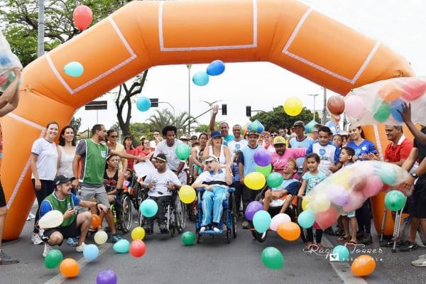 Evento de lazer inclusivo é realizado na Praça da Glória