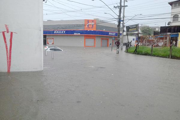 Inundações voltam a afetar região do Água Branca