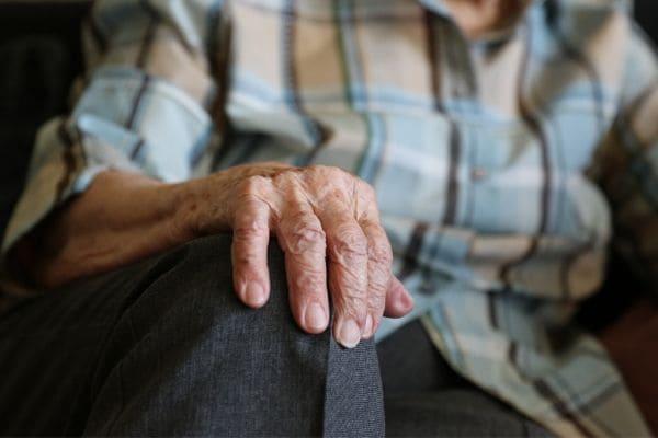 Estudantes de Medicina e Farmácia orientam idosos sobre cuidados com a saúde