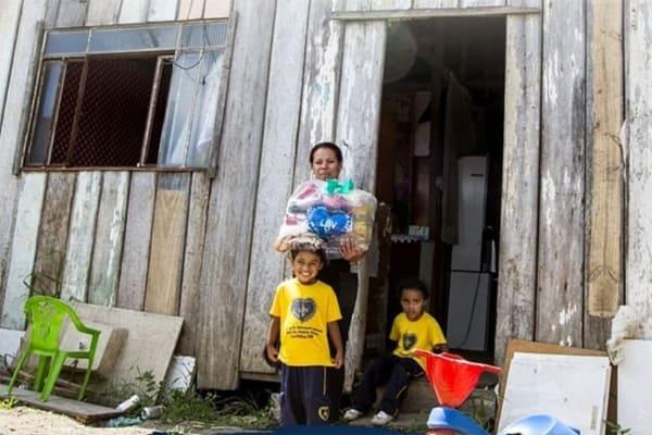 LBV entrega cobertores a famílias mais vulneráveis