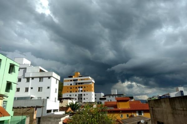 Quinta-feira deve ter pancadas de chuva em Contagem
