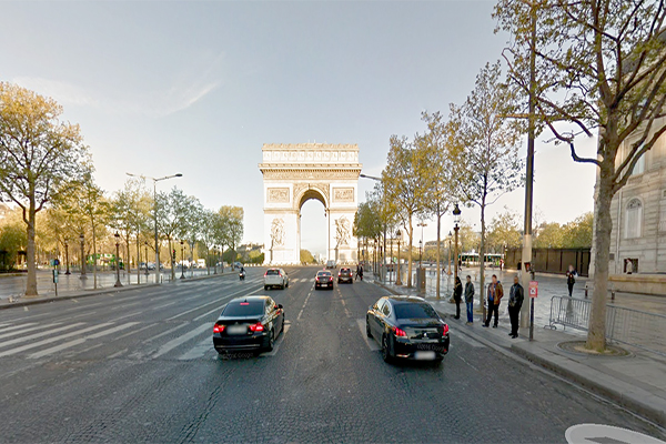 Policial e suposto atirador morrem em tiroteio na Champs-Élysées