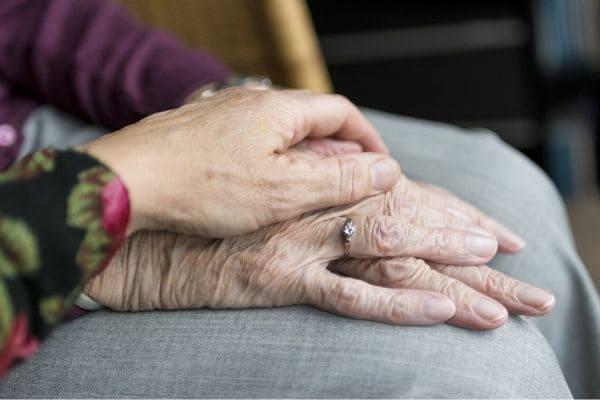 Cruz Vermelha faz doações a lares para idosos da RMBH
