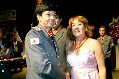 Rosa Mística recebe a mais alta condecoração do Corpo de Bombeiros.