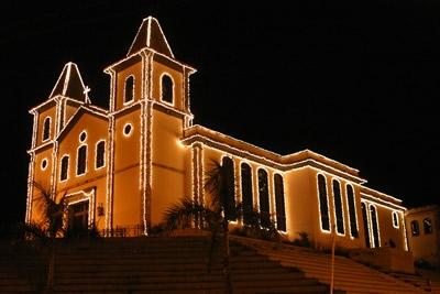 Iluminação de natal segue enfeitando a cidade