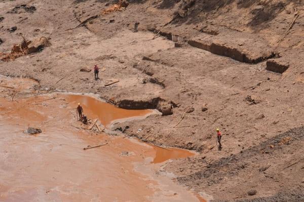 Sobe para 176 número de mortos em rompimento de barragem