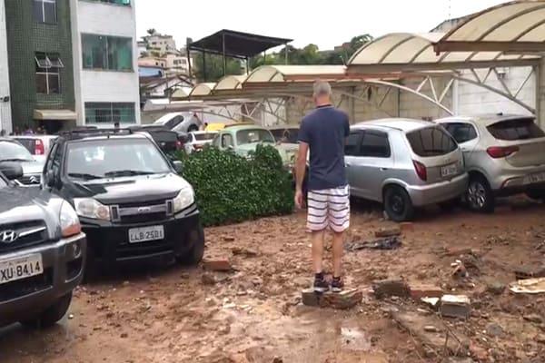 Moradores acordados por temporal em Contagem