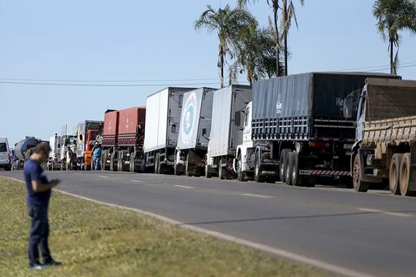 Protesto de caminhoneiros contra preço do diesel acontece em 13 estados