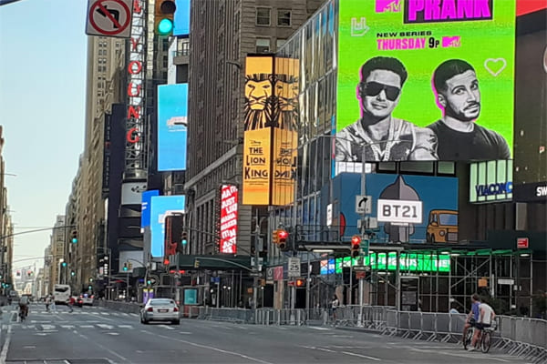 Times Square deserta por causa do Covid-19