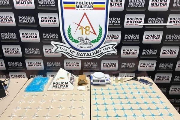 Centenas de pinos com cocaína são apreendidas no bairro Pedra Azul