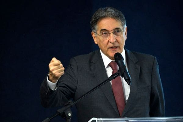 Justiça Eleitoral condena Fernando Pimentel a dez anos de prisão