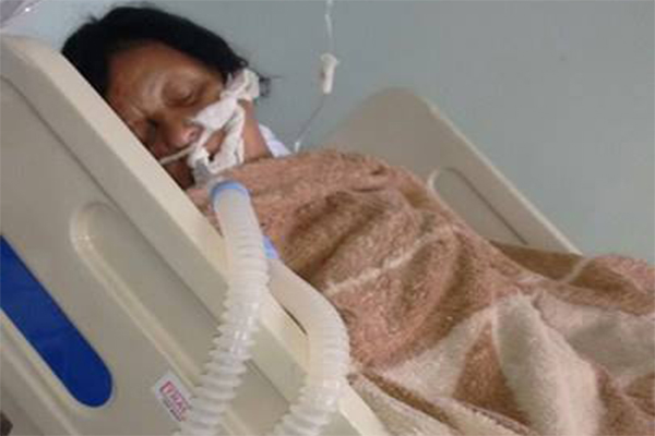 Idosa aguarda leito em hospital e prefeito enaltece melhorias na saúde