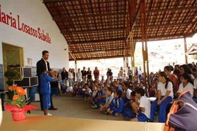 """Projeto """"Vida, Luz e Som"""" beneficia 750 crianças em Contagem"""