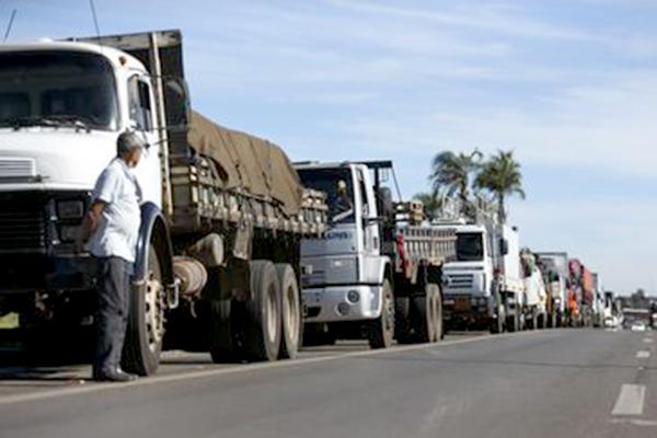 Governo faz reunião para discutir greve de caminhoneiros