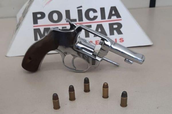 Ocorrência de violência doméstica resulta em prisão e apreensão de arma