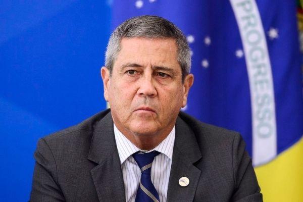 Ministro da Defesa ameaça democracia, diz jornal