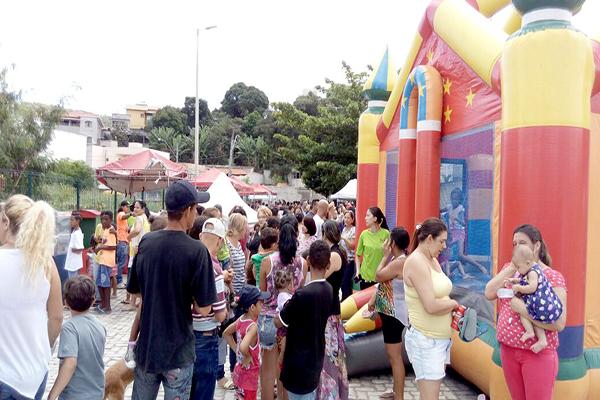 Ação pela paz leva atrações gratuitas a praça de Contagem