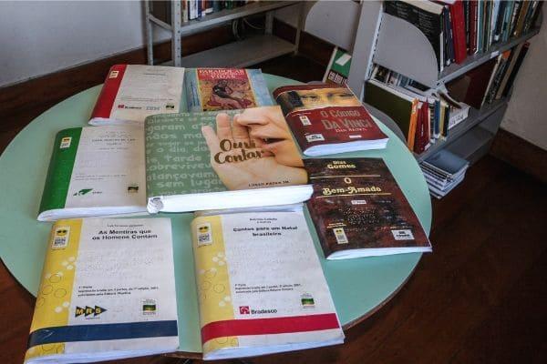 Biblioteca pública de Contagem tem acervo em braile