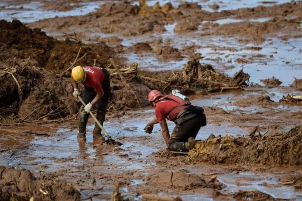 Atos lembram um mês do rompimento da barragem em Brumadinho
