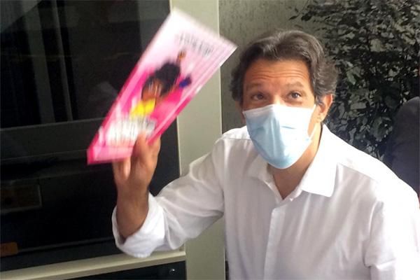 Fernando Haddad visita Contagem e elogia o empenho da prefeita no enfrentamento da pandemia