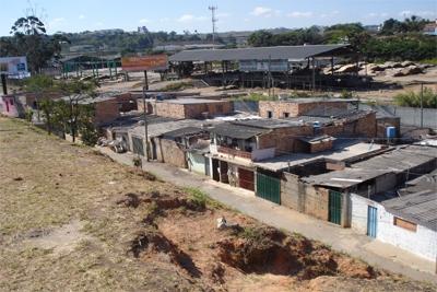 Obras de saneamento e construção de bacias removerão 1,3 mil famílias