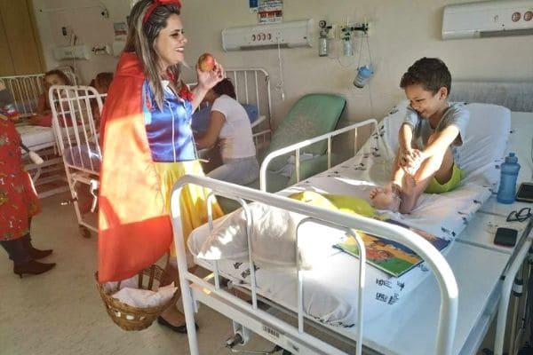 Grupo de voluntários anima tarde de pacientes no Complexo Hospitalar