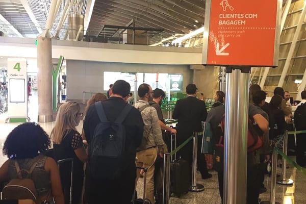 Aéreas deixam por último passageiros com bagagem de mão