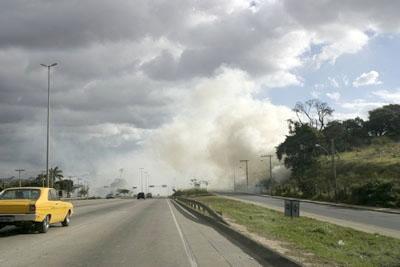 Incêndio atrapalha a visão dos motoristas
