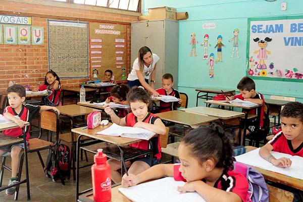 Secretaria de Educação de MG abre quase 17 mil vagas em concurso