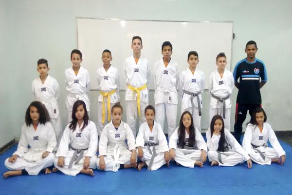 Projeto leva o taekwondo para a escola pública