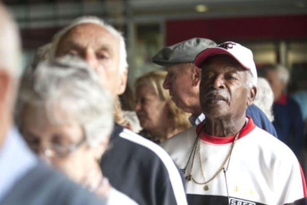 Caixa começa a pagar PIS para cotistas a partir de 60 anos