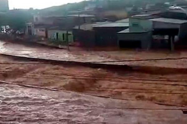 Banco do Brasil abre contas para doações a vítimas de enchentes