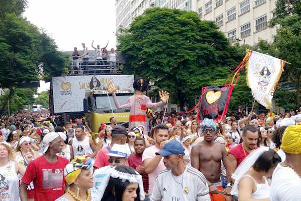 Maior bloco de BH, Baianas Ozadas homenageia Moraes Moreira