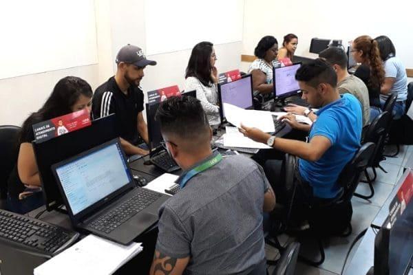 Universitários auxiliam na declaração do IR em Contagem e em BH