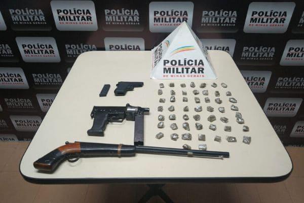Denúncias anônimas resultam na apreensão de armas e supostas drogas