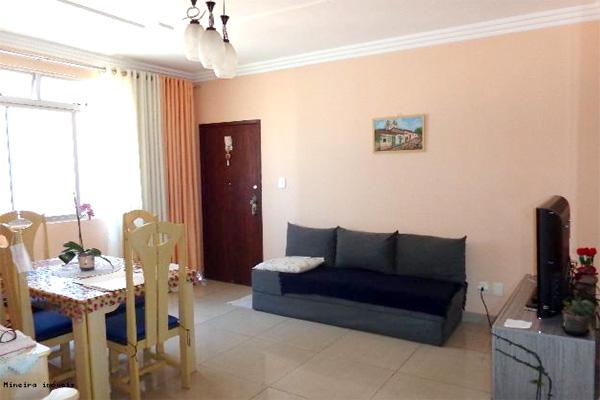 Vende-se: apartamento de 65 m² na Praça da Glória