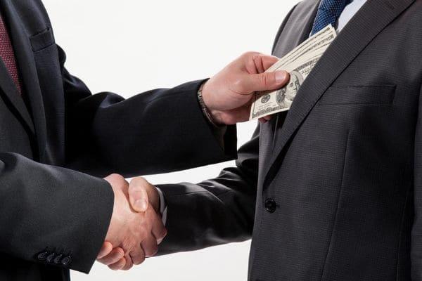 A corrupção é algo inerente à democracia