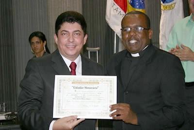 Padre Marquinhos recebe o T�tulo de Cidad�o Honor�rio de Contagem