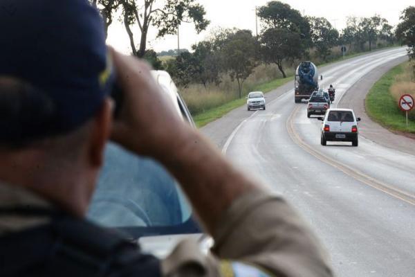 PRF restringe tráfego de veículos de cargas nas estradas