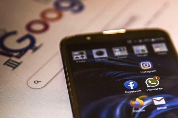 Celular é o principal meio de acesso à internet no país