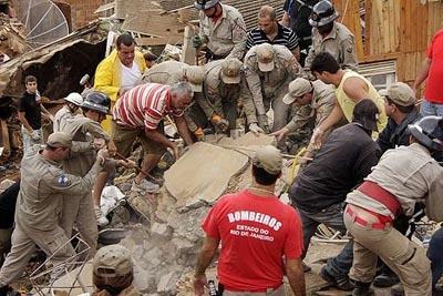 Mortes no Rio ultrapassam 800 devido às chuvas
