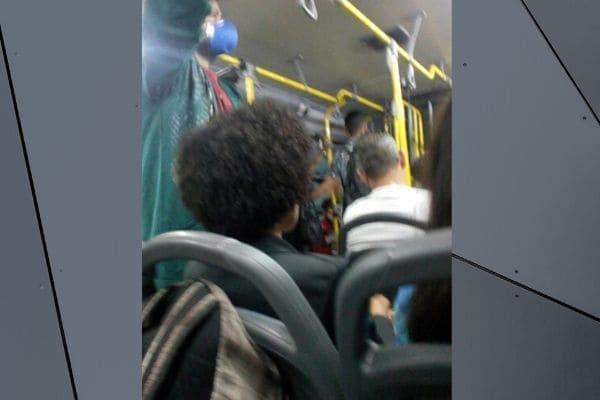 Leitora registra superlotação em ônibus da linha 307A