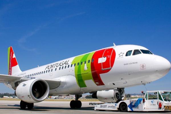Brasileiros com voo cancelado passam noite no Aeroporto de Lisboa