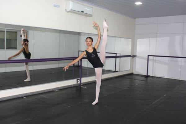 Aluna de Contagem é selecionada para Escola do Bolshoi no Brasil